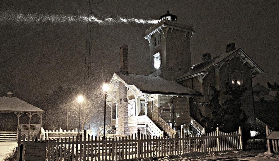 snowy lighthouse1
