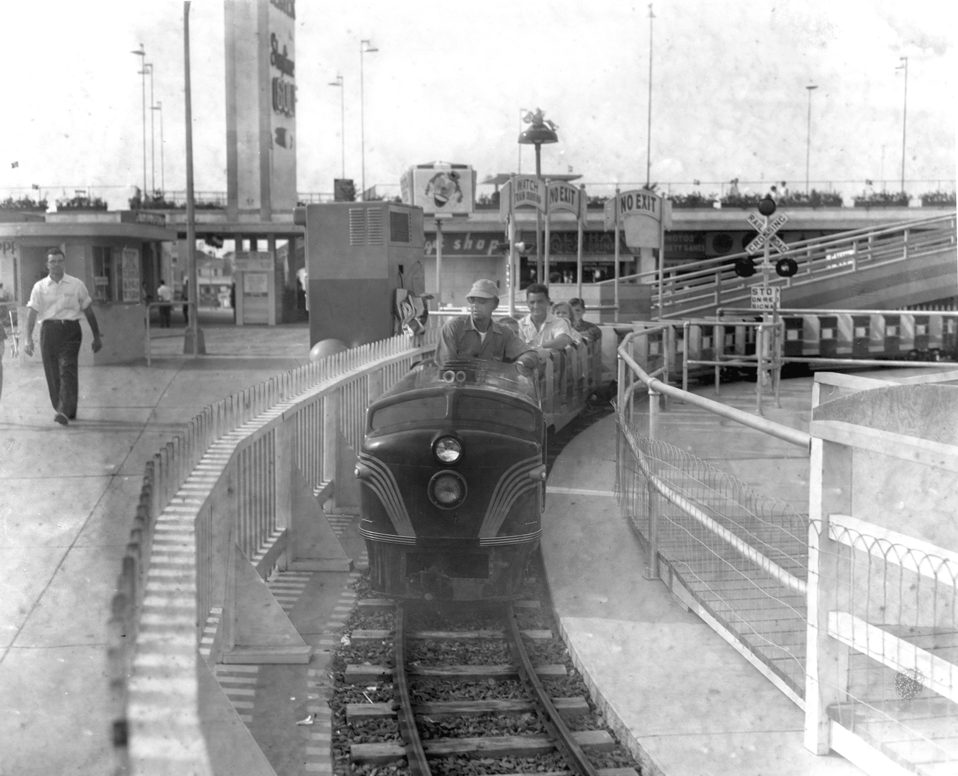 Hunts Pier Train